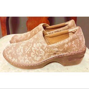 Born BOC tan leather floral leather clogs.